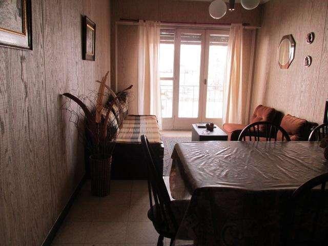 Departamento centro, 2 ambientes c/depcia. luminoso al frte.c/balcón.-