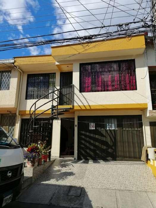 Vendo Casa Bifamiliar en Villa Docente