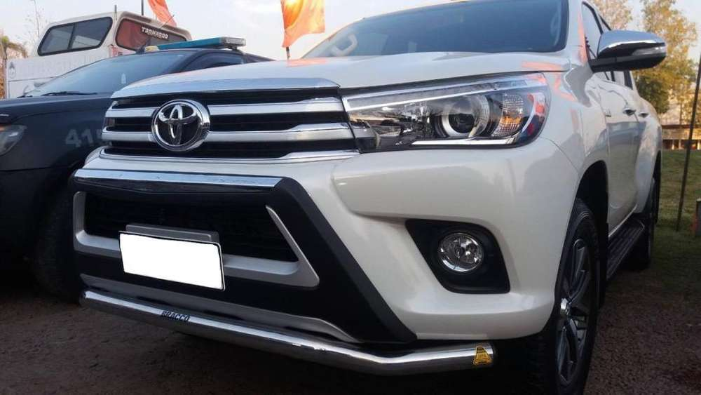 Bumper plástico <strong>toyota</strong> Hilux 2016-2019