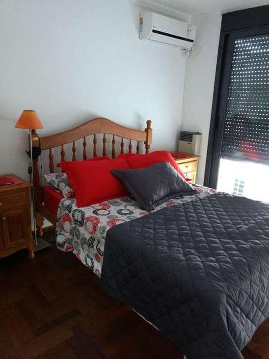 juego de <strong>dormitorio</strong> de cedro, con colchón.
