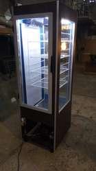 Heladera exhibidora vertical para tortas de 60 cmts de frente x 65 cm de profund.x 1.85 mts de alto.NUEVA