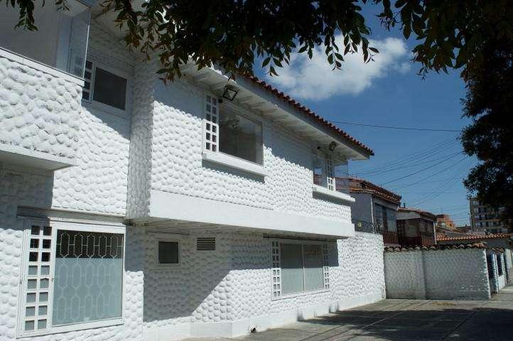 86551 - Arriendo Casa esquinera en el Norte de Bogota para USO COMERCIAL.