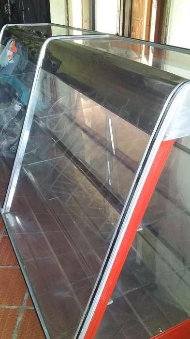 Vendo Bonita <strong>vitrina</strong> de 2 Metros