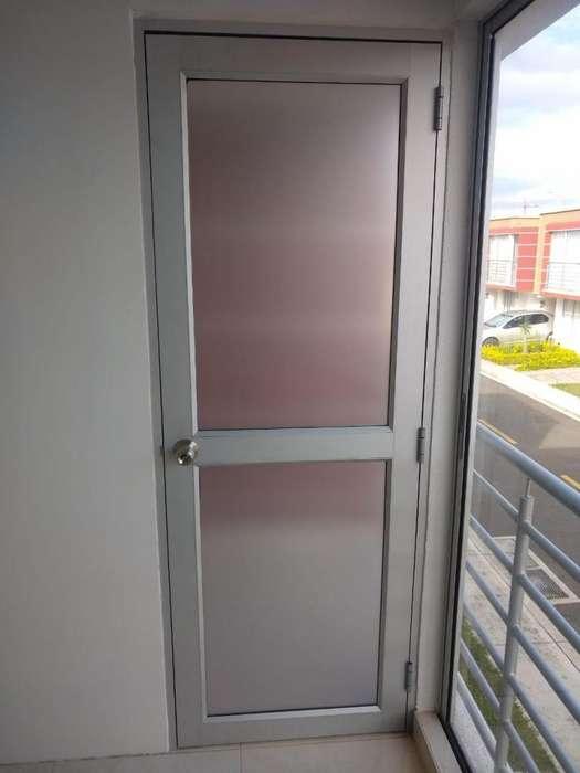 Puerta ventana NUEVA! en aluminio y vidrio opalizado