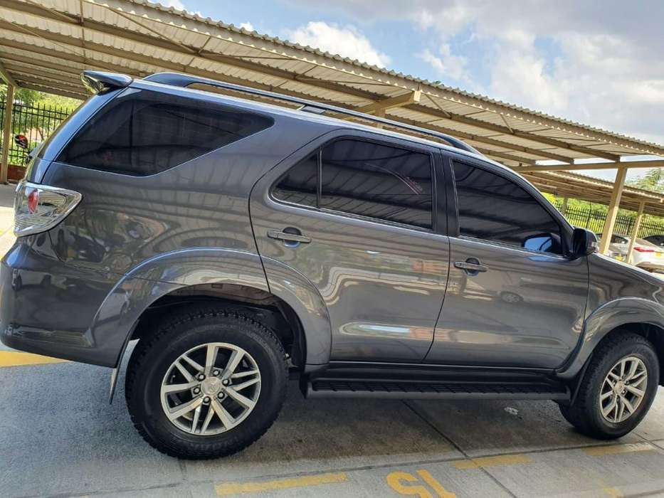 <strong>toyota</strong> Fortuner 2013 - 74000 km