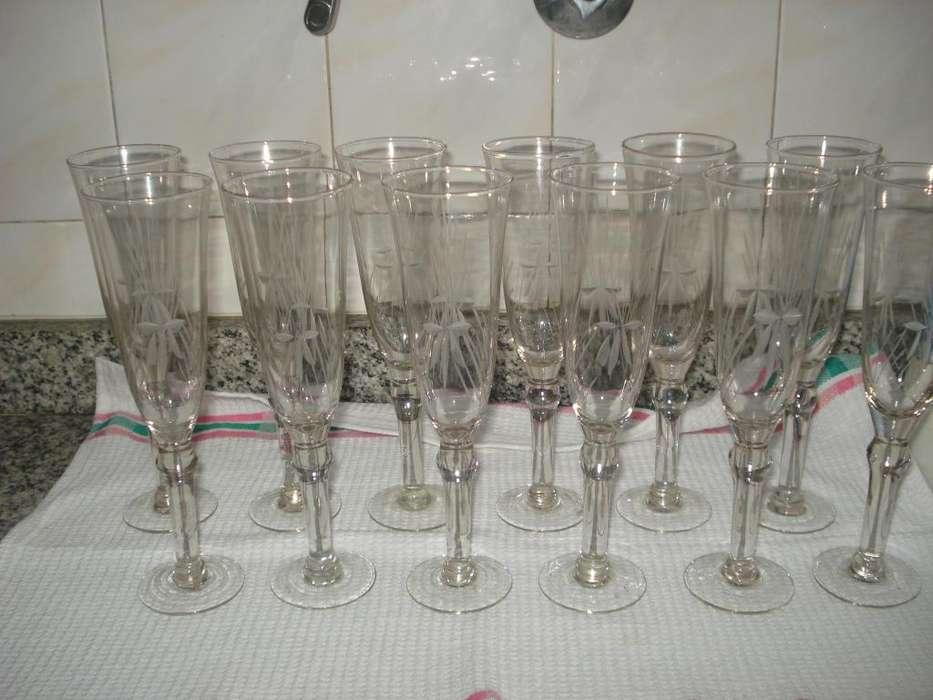 12 copas de champagne