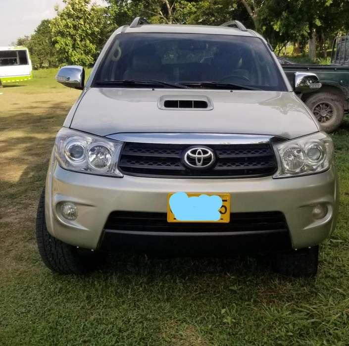 Toyota Fortuner 2010 - 221000 km