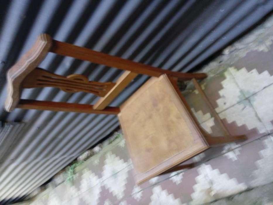 <strong>silla</strong> de roble antigua de estilo