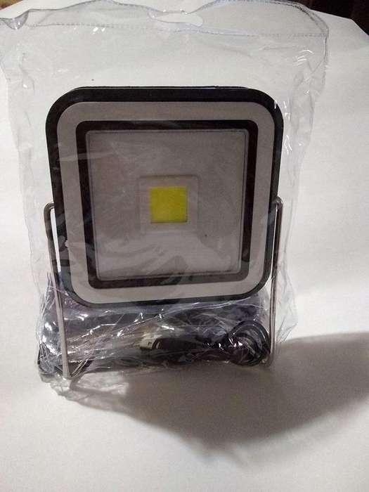 LAMPARA REFLECTOR RECARGABLE SOLAR