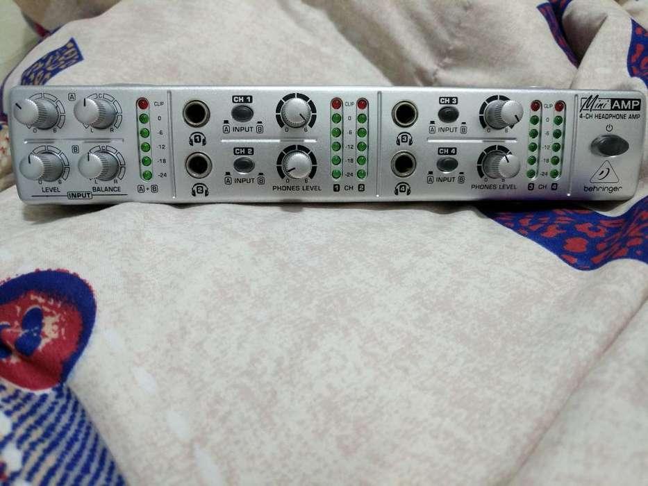 Amplificador D Audífonos Behringeramp800