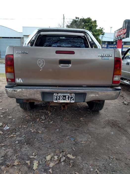 Toyota Hilux 2006 - 11111 km