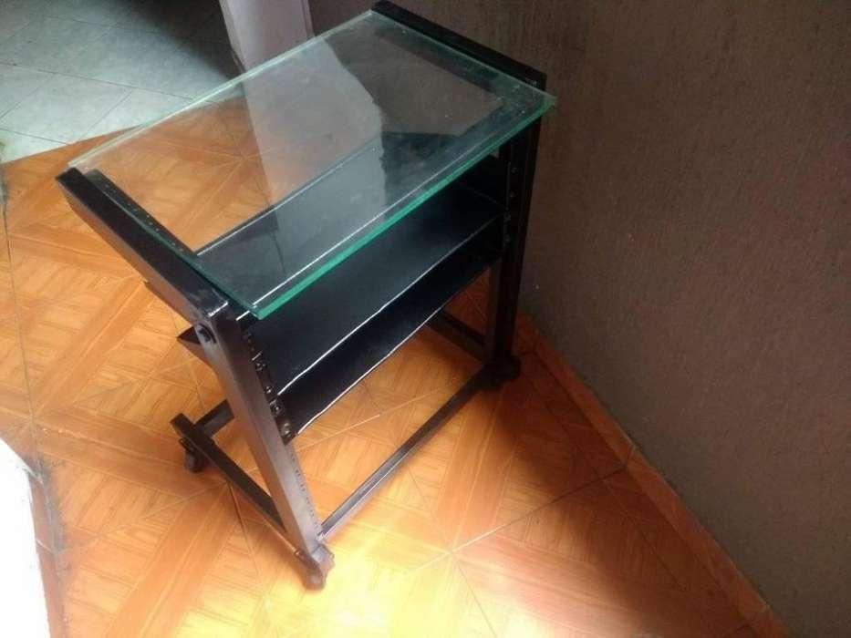 vendo rack o mesa para equipo de sonido individual en muy buen estado