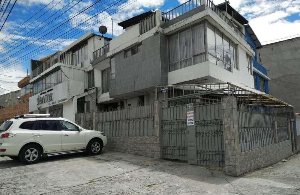 En Venta Casa 400m2 Para Vivienda, Empresa, Sector Comercial, Quito, Ecuador, Villaflora