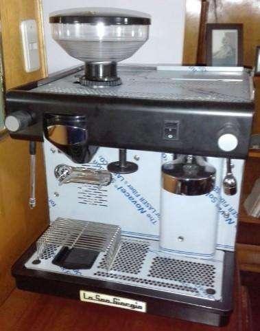 Capuchinera Italiana con Molino de café