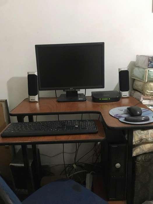 Computador de Mesa con Mesa Incluida