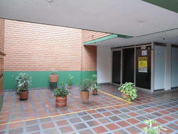 Arriendo apartaestudio u oficina consultorio en san juan con la 80