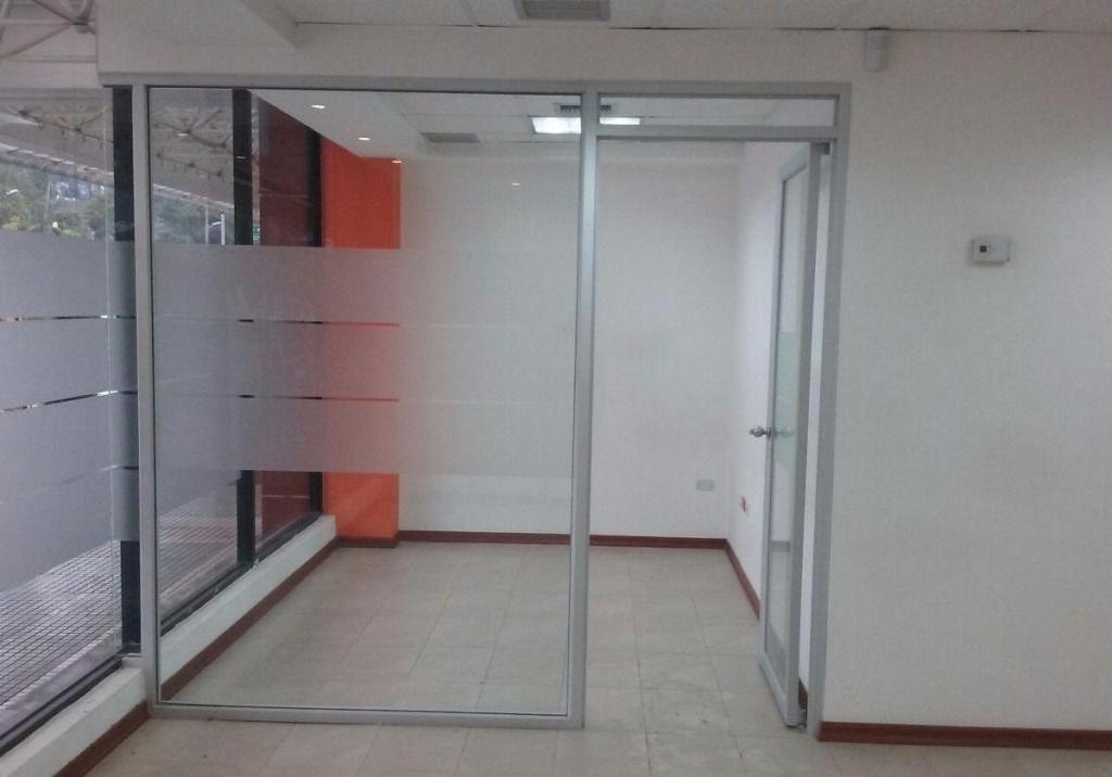 Arriendo Local Comercial 435 m2, Naciones Unidas y Amazonas, Edif. La Previsora.