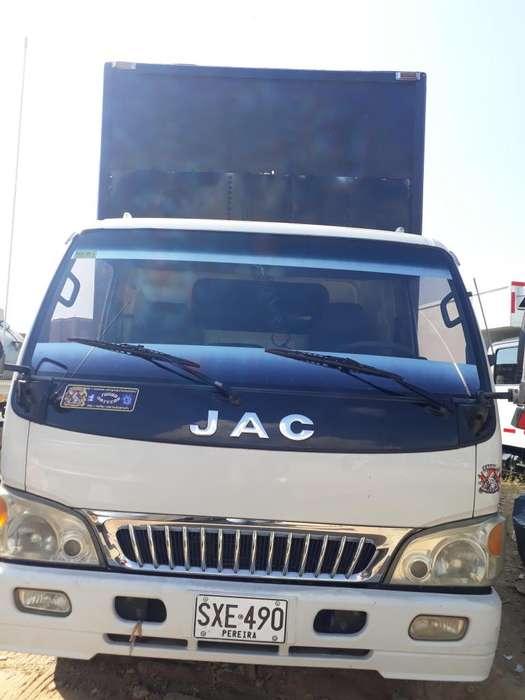 Camion con furgon