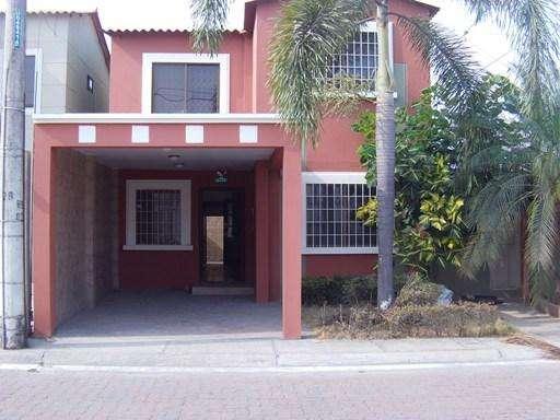 Casa Esquinera 2 Plantas en la Onix (La Joya)