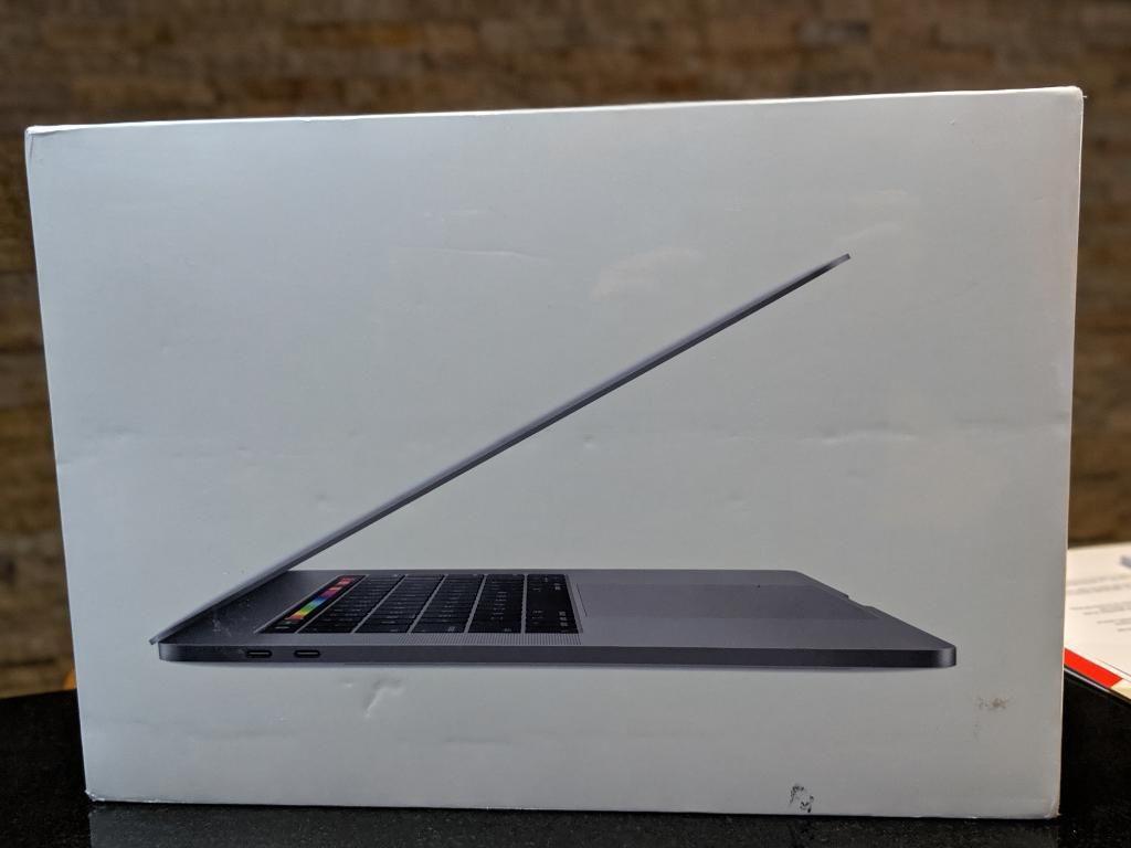 Macbook Pro 2019 I9 9va, 512,16, 560x