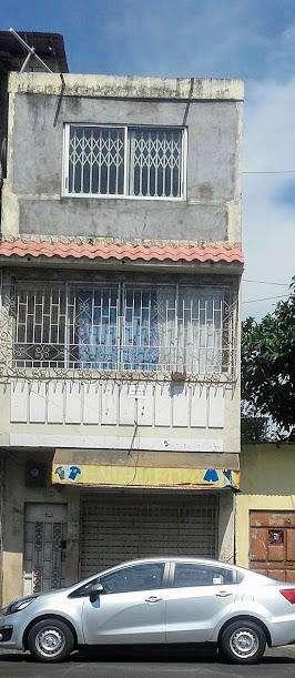 venta de casa de 3 pisos con 2 departamentos independientes y un local comercial