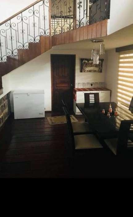 Renta / Alquiler Hermosa Casa Independiente Frente A La Espe 397 Construcción 700 M2 De Terreno, Los Chillos