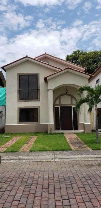 Casa en Alquiler, Ciudad Celeste Etapa La Ria, Samborondón