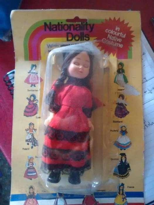 Muñeca Nationality Dolls