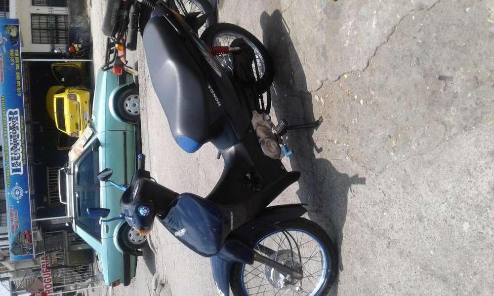 Moto Honda Biz 2001 tarjeta y traspaso