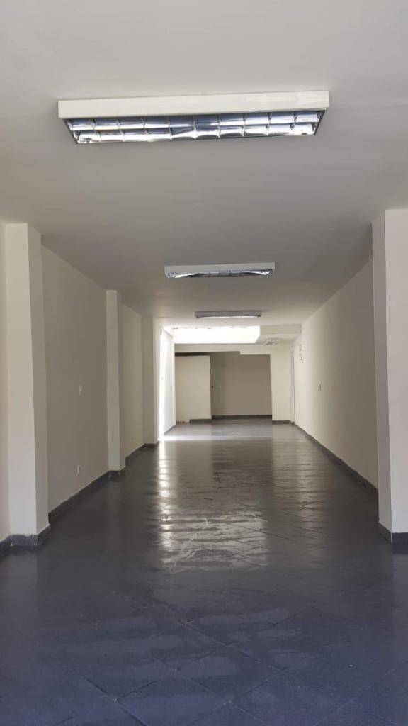 ARRIENDO LOCAL, ESPACIOSO.