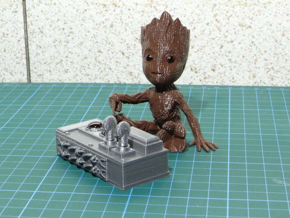 Baby Groot Dont Push This Butom!! 8cm