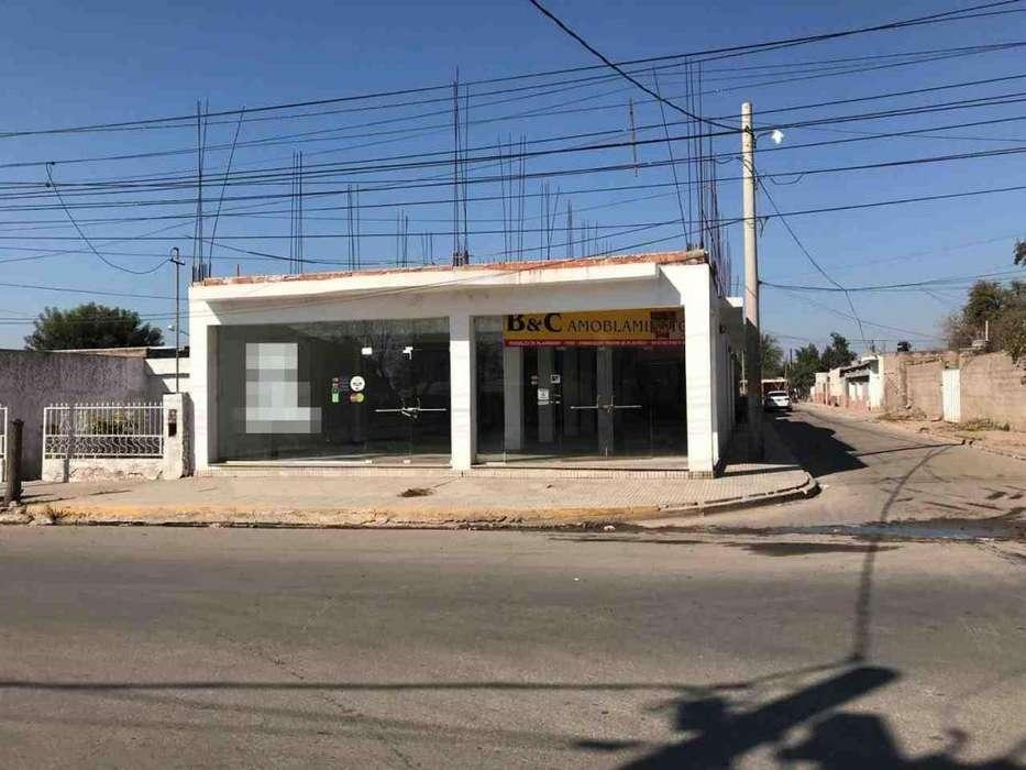 Local en Sobre avenida San nicolas