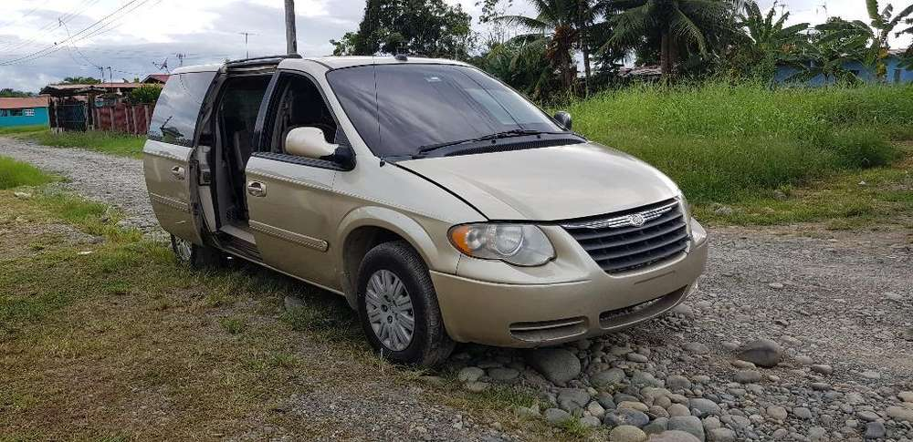Chrysler Town & Country 2005 - 111111 km