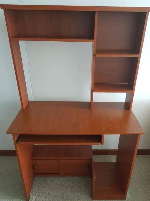 Mueble Paracomputador con Minibiblioteca