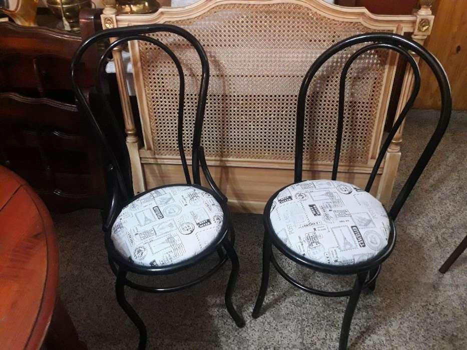 Dos <strong>silla</strong>s Thonet de Caño