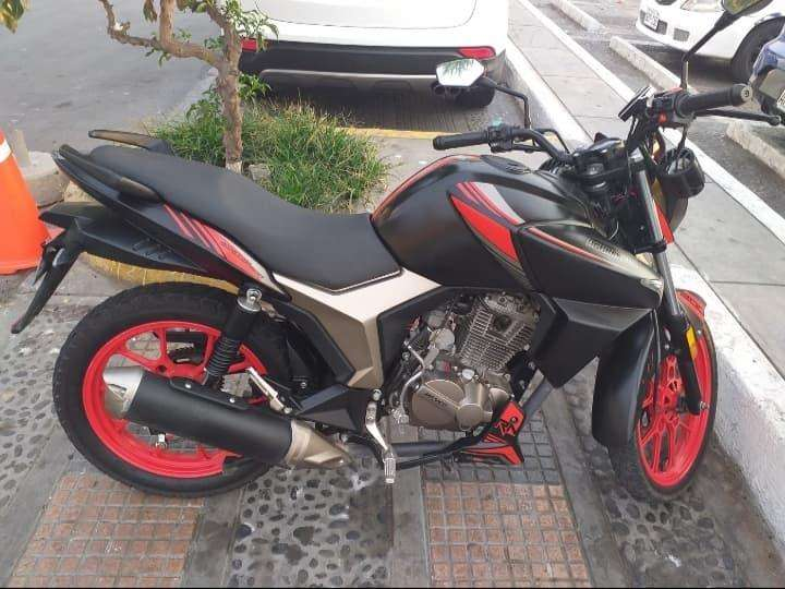 VENDO MOTO RONCO AGRESSOR 200