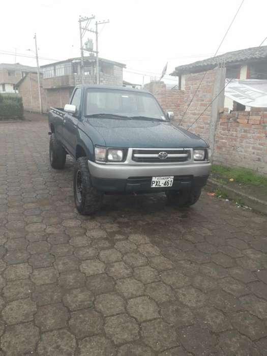 Toyota Hilux 2001 - 320000 km