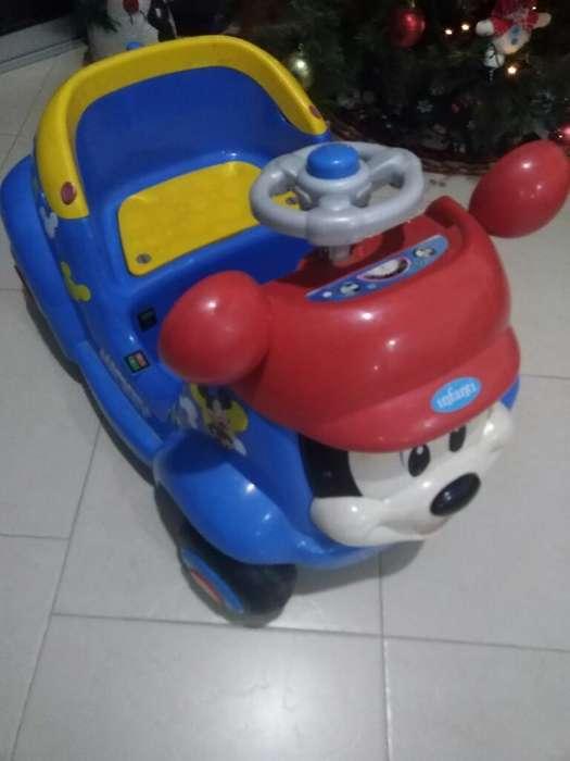 Carro Eléctrico Mickey Mouse