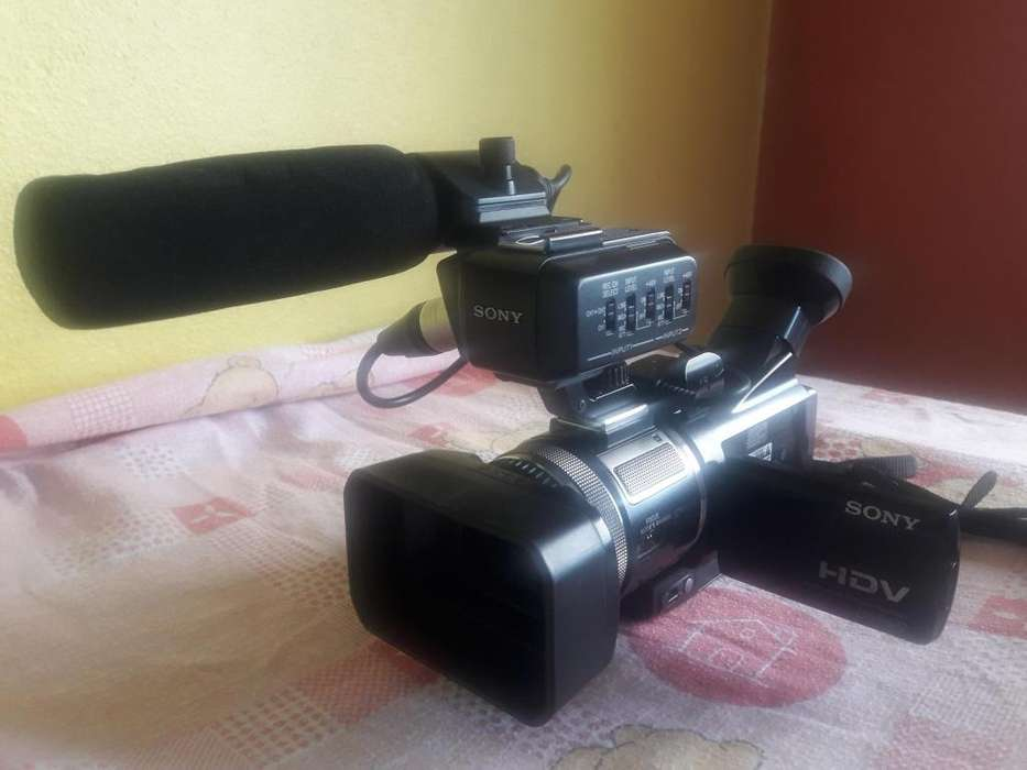 VENDO CAMARA DE VIDEO PROFESIONAL HVRA1U