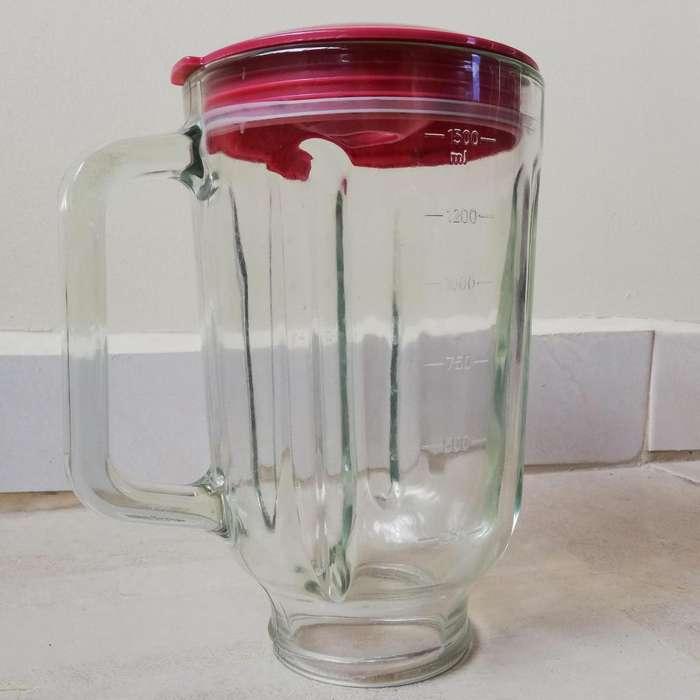 Vaso de Licuadora con tapa marca Universal