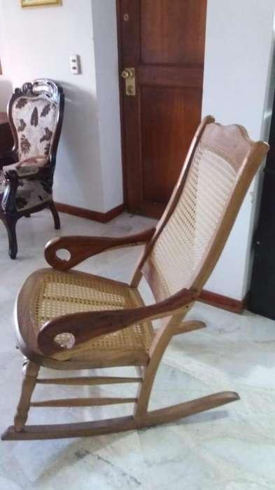 silla mecedora en mimbre tejida a mano