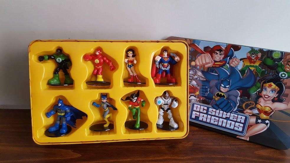 Estuche DC SUPER FRIENDS X 08 Pcs más caja de metal