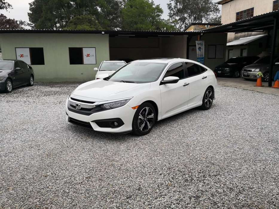 Honda Civic 2017 - 15000 km