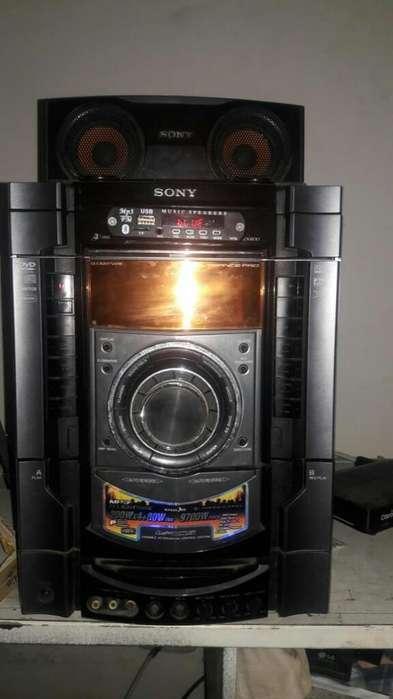 Vendo Potente Equipo de Sonido Sony Gene