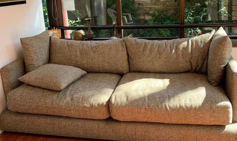 Sofa Amplio Y Cómodo