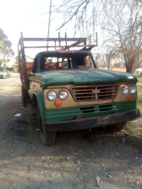 camion dodge 400 falta radiador y luneta y en marcha para tranferir