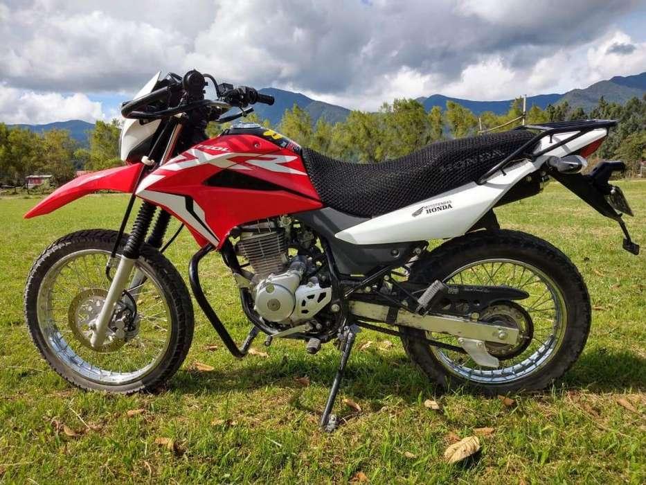Ocasión vendo motocicleta semi nuevo honda