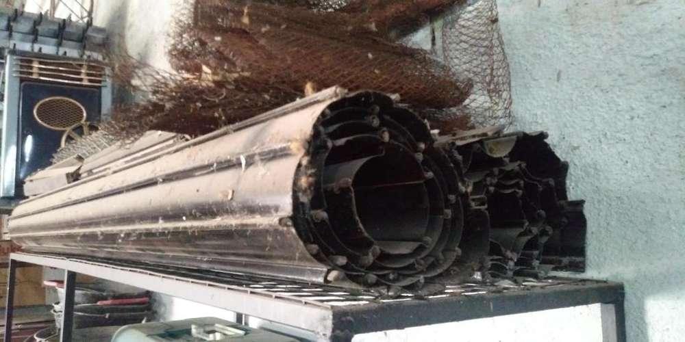 Vendo cortina metalica de 1.9m x 2.20m de alto.