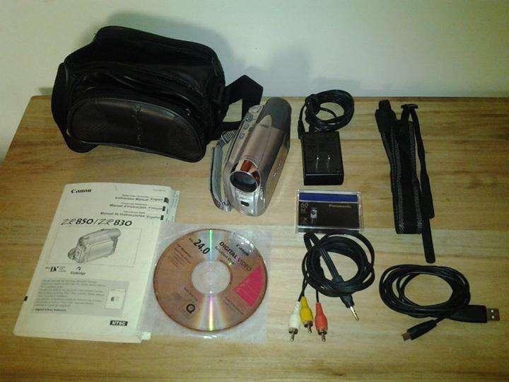 Filmadora Mini DV Cannon ZR830