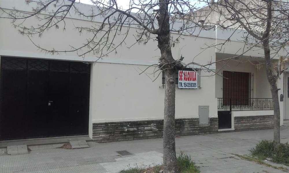 PANAMÁ 900, ZONA UNS, Casa 2 dormitorios, patio y garaje un auto.--